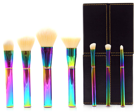 化妆刷和海绵化妆有什么区别?刷子和海绵上粉底液的区别